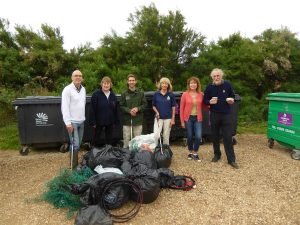 Fig 1: 25 bags collected and some of the volunteers with the Fleet Warden. © Angela Thomas
